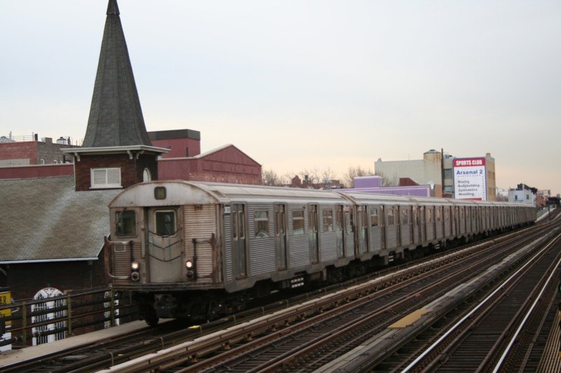 (73k, 800x533)<br><b>Country:</b> United States<br><b>City:</b> New York<br><b>System:</b> New York City Transit<br><b>Line:</b> BMT Astoria Line<br><b>Location:</b> 30th/Grand Aves. <br><b>Route:</b> N<br><b>Car:</b> R-32 (Budd, 1964)  3633 <br><b>Photo by:</b> Neil Feldman<br><b>Date:</b> 3/24/2006<br><b>Viewed (this week/total):</b> 3 / 2742