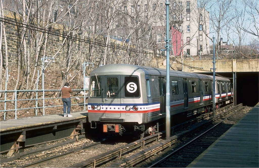 (312k, 1024x664)<br><b>Country:</b> United States<br><b>City:</b> New York<br><b>System:</b> New York City Transit<br><b>Line:</b> BMT Franklin<br><b>Location:</b> Botanic Garden <br><b>Route:</b> Franklin Shuttle<br><b>Car:</b> R-46 (Pullman-Standard, 1974-75) 680 <br><b>Photo by:</b> Ed McKernan<br><b>Collection of:</b> Joe Testagrose<br><b>Date:</b> 2/26/1977<br><b>Viewed (this week/total):</b> 1 / 3349