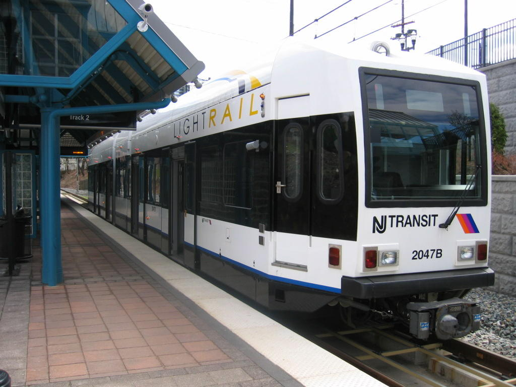 (111k, 1024x768)<br><b>Country:</b> United States<br><b>City:</b> North Bergen, NJ<br><b>System:</b> Hudson Bergen Light Rail<br><b>Location:</b> Tonnelle Avenue <br><b>Car:</b> NJT-HBLR LRV (Kinki-Sharyo, 1998-99)  2047 <br><b>Photo by:</b> Jeremy Whiteman<br><b>Date:</b> 4/4/2006<br><b>Viewed (this week/total):</b> 0 / 1642
