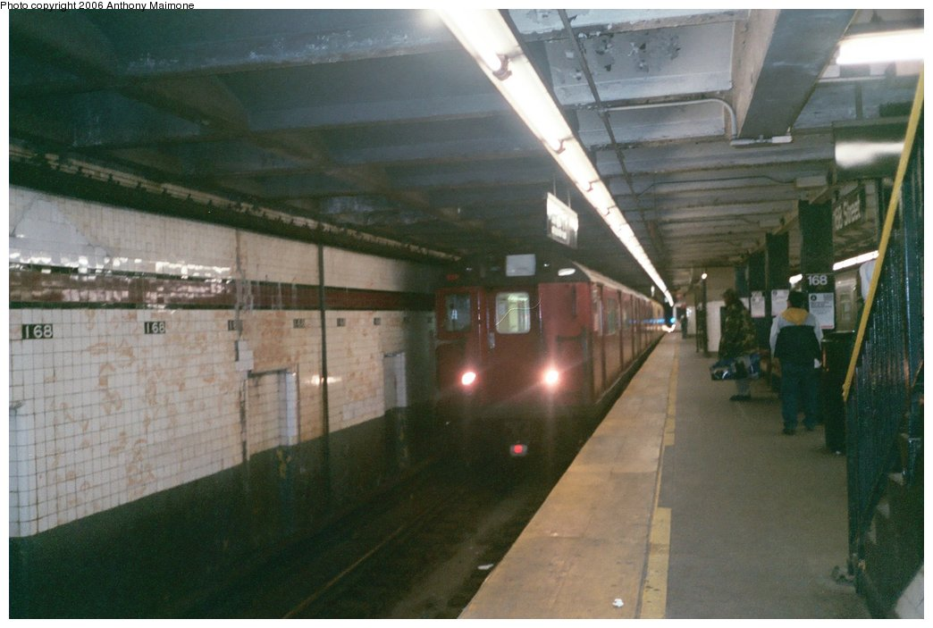 (138k, 1044x703)<br><b>Country:</b> United States<br><b>City:</b> New York<br><b>System:</b> New York City Transit<br><b>Line:</b> IND 8th Avenue Line<br><b>Location:</b> 168th Street <br><b>Route:</b> Work Service<br><b>Car:</b> R-33 World's Fair (St. Louis, 1963-64) 9339 <br><b>Photo by:</b> Anthony Maimone<br><b>Date:</b> 3/14/2006<br><b>Viewed (this week/total):</b> 3 / 40750