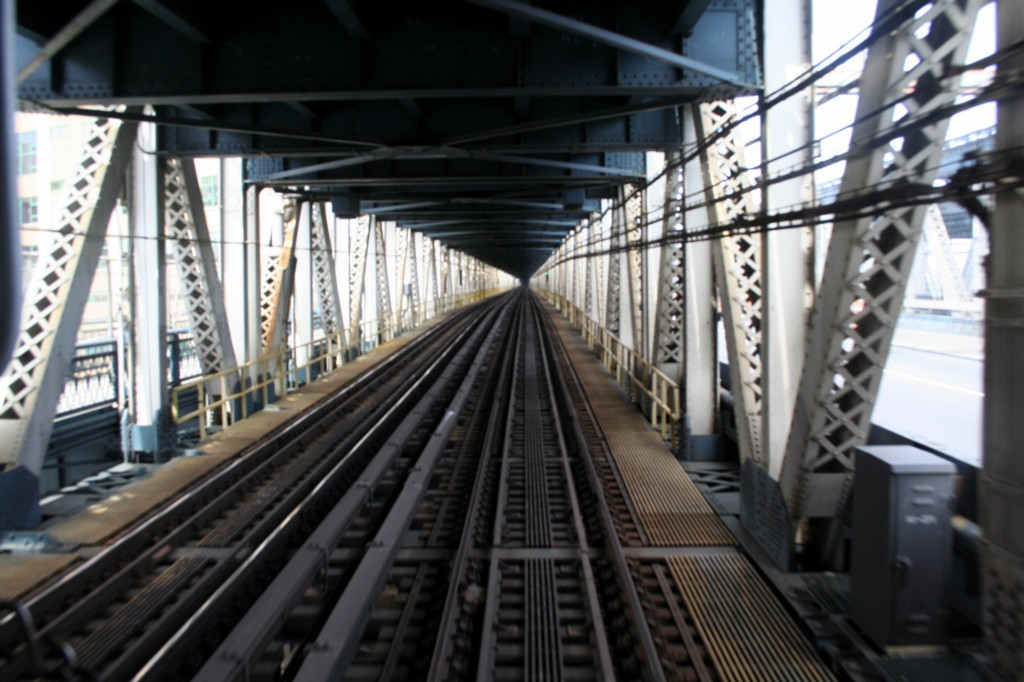 (175k, 1024x682)<br><b>Country:</b> United States<br><b>City:</b> New York<br><b>System:</b> New York City Transit<br><b>Location:</b> Manhattan Bridge<br><b>Photo by:</b> Todd Glickman<br><b>Date:</b> 4/16/2006<br><b>Viewed (this week/total):</b> 2 / 1999
