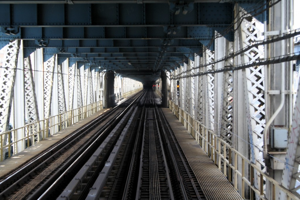 (211k, 1024x682)<br><b>Country:</b> United States<br><b>City:</b> New York<br><b>System:</b> New York City Transit<br><b>Location:</b> Manhattan Bridge<br><b>Photo by:</b> Todd Glickman<br><b>Date:</b> 4/16/2006<br><b>Viewed (this week/total):</b> 2 / 2530