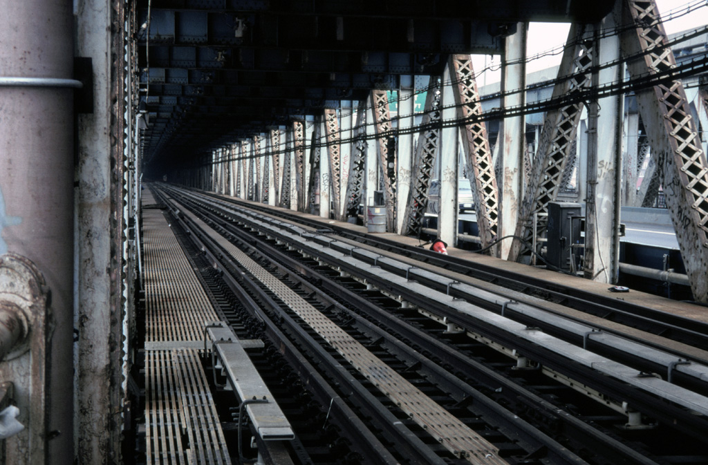 (286k, 1024x673)<br><b>Country:</b> United States<br><b>City:</b> New York<br><b>System:</b> New York City Transit<br><b>Location:</b> Manhattan Bridge<br><b>Photo by:</b> Chris Leverett<br><b>Date:</b> 7/27/1997<br><b>Notes:</b> View down the south side tracks toward Canal Street.<br><b>Viewed (this week/total):</b> 6 / 1940