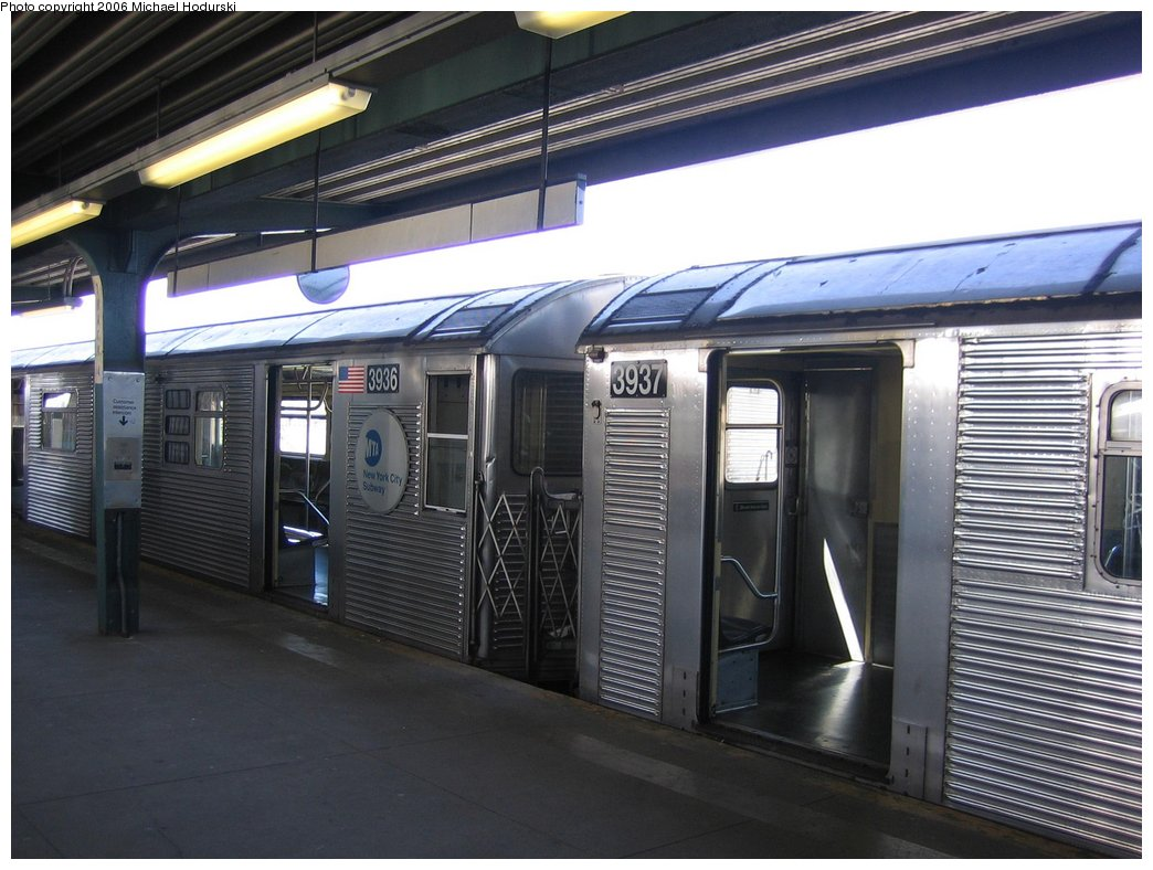 (163k, 1044x788)<br><b>Country:</b> United States<br><b>City:</b> New York<br><b>System:</b> New York City Transit<br><b>Line:</b> IND Rockaway<br><b>Location:</b> Mott Avenue/Far Rockaway <br><b>Route:</b> A<br><b>Car:</b> R-32 (GE Rebuild) 3936 <br><b>Photo by:</b> Michael Hodurski<br><b>Date:</b> 4/20/2006<br><b>Viewed (this week/total):</b> 0 / 2399