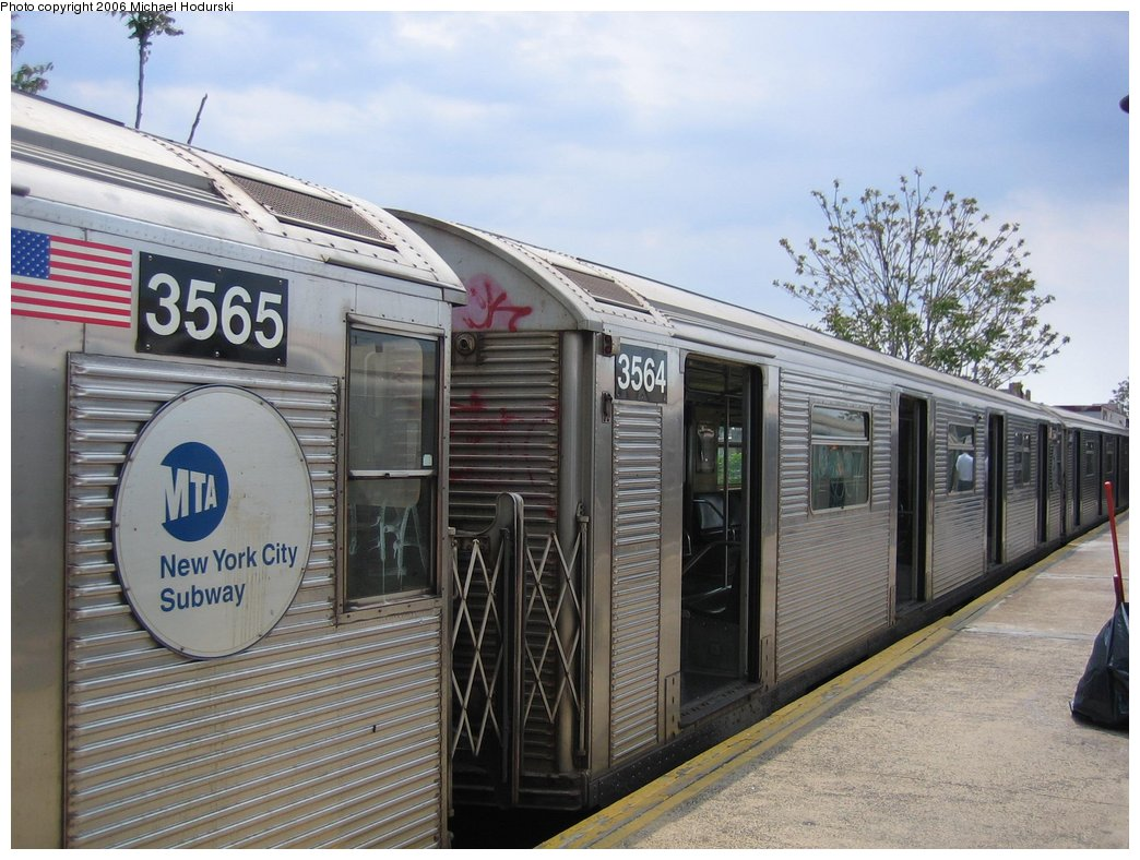 (180k, 1044x788)<br><b>Country:</b> United States<br><b>City:</b> New York<br><b>System:</b> New York City Transit<br><b>Line:</b> BMT Brighton Line<br><b>Location:</b> Kings Highway <br><b>Route:</b> N<br><b>Car:</b> R-32 (Budd, 1964)  3564 <br><b>Photo by:</b> Michael Hodurski<br><b>Date:</b> 5/6/2006<br><b>Viewed (this week/total):</b> 1 / 2464