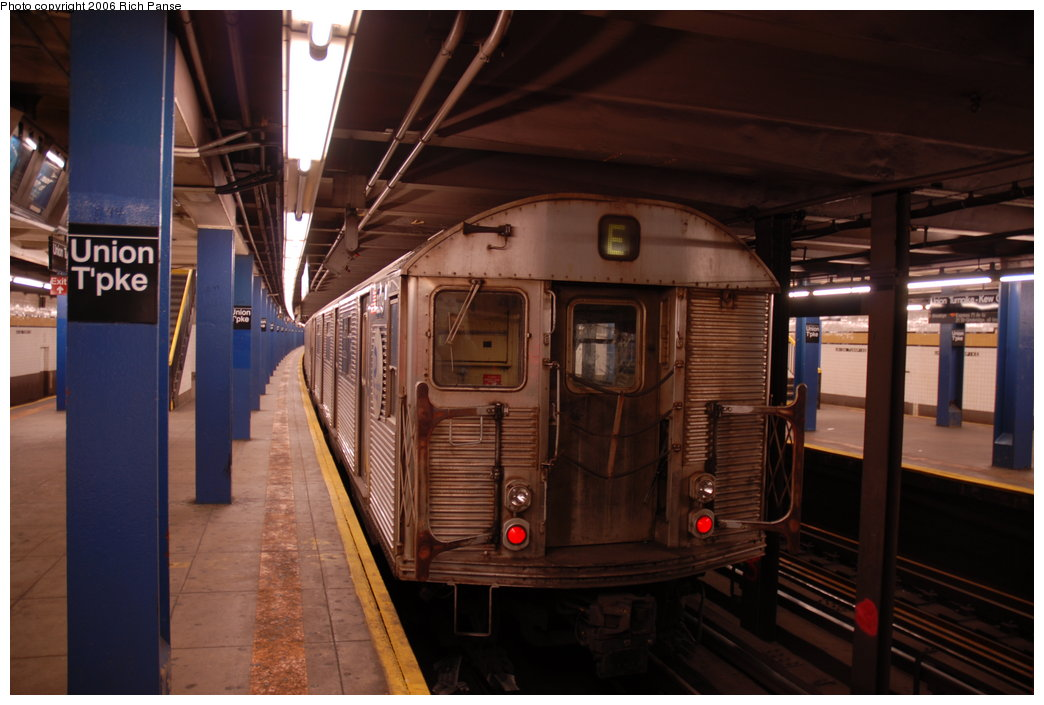 (170k, 1044x705)<br><b>Country:</b> United States<br><b>City:</b> New York<br><b>System:</b> New York City Transit<br><b>Line:</b> IND Queens Boulevard Line<br><b>Location:</b> Union Turnpike/Kew Gardens <br><b>Route:</b> E<br><b>Car:</b> R-32 (Budd, 1964)   <br><b>Photo by:</b> Richard Panse<br><b>Date:</b> 5/21/2006<br><b>Viewed (this week/total):</b> 2 / 3027