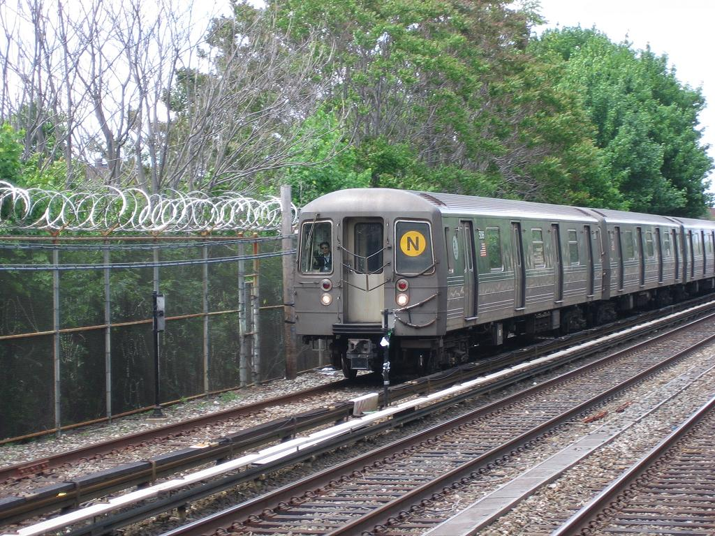 (209k, 1024x768)<br><b>Country:</b> United States<br><b>City:</b> New York<br><b>System:</b> New York City Transit<br><b>Line:</b> BMT Brighton Line<br><b>Location:</b> Kings Highway <br><b>Route:</b> N<br><b>Car:</b> R-68A (Kawasaki, 1988-1989)  5096 <br><b>Photo by:</b> Michael Hodurski<br><b>Date:</b> 5/20/2006<br><b>Viewed (this week/total):</b> 4 / 2078