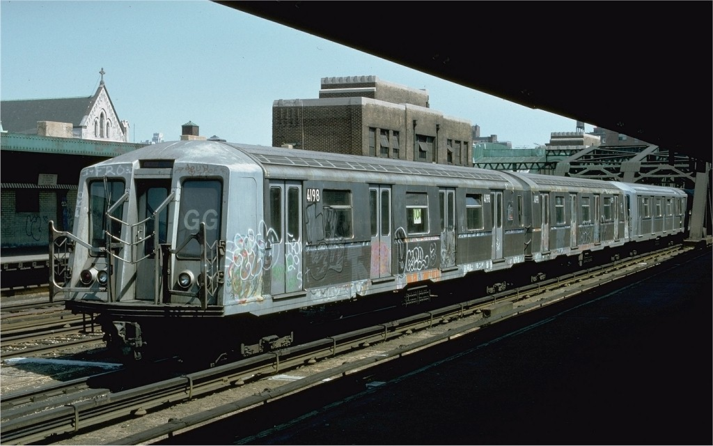 (173k, 1024x640)<br><b>Country:</b> United States<br><b>City:</b> New York<br><b>System:</b> New York City Transit<br><b>Line:</b> IND Crosstown Line<br><b>Location:</b> 4th Avenue <br><b>Route:</b> GG<br><b>Car:</b> R-40 (St. Louis, 1968)  4198 <br><b>Photo by:</b> Doug Grotjahn<br><b>Collection of:</b> Joe Testagrose<br><b>Date:</b> 5/1/1977<br><b>Viewed (this week/total):</b> 2 / 3876