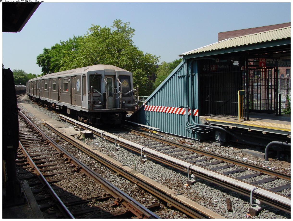 (117k, 820x620)<br><b>Country:</b> United States<br><b>City:</b> New York<br><b>System:</b> New York City Transit<br><b>Line:</b> BMT Brighton Line<br><b>Location:</b> Sheepshead Bay <br><b>Route:</b> Q<br><b>Car:</b> R-40 (St. Louis, 1968)  4227 <br><b>Photo by:</b> Richard Panse<br><b>Date:</b> 8/1/2002<br><b>Viewed (this week/total):</b> 2 / 2986