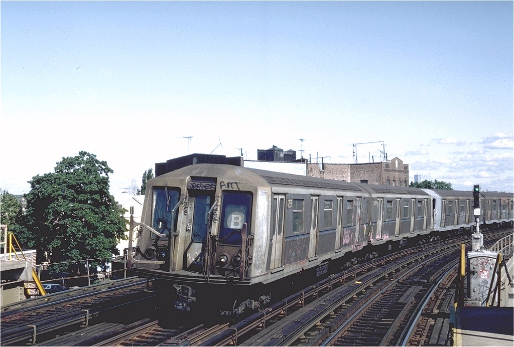 (211k, 1024x692)<br><b>Country:</b> United States<br><b>City:</b> New York<br><b>System:</b> New York City Transit<br><b>Line:</b> BMT West End Line<br><b>Location:</b> 18th Avenue <br><b>Route:</b> B<br><b>Car:</b> R-40 (St. Louis, 1968)  4259 (ex-4359)<br><b>Photo by:</b> Steve Zabel<br><b>Collection of:</b> Joe Testagrose<br><b>Date:</b> 9/4/1982<br><b>Viewed (this week/total):</b> 2 / 4759