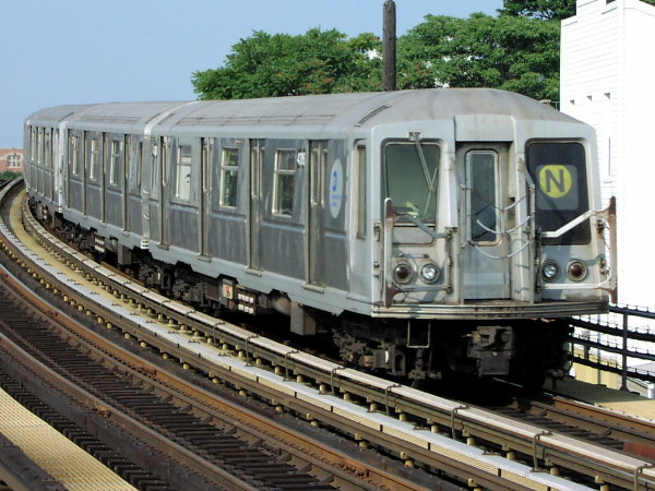 (90k, 600x450)<br><b>Country:</b> United States<br><b>City:</b> New York<br><b>System:</b> New York City Transit<br><b>Line:</b> BMT Astoria Line<br><b>Location:</b> 30th/Grand Aves. <br><b>Route:</b> N<br><b>Car:</b> R-40 (St. Louis, 1968)  4336 (ex-4436)<br><b>Photo by:</b> Trevor Logan<br><b>Date:</b> 7/23/2001<br><b>Viewed (this week/total):</b> 2 / 4300