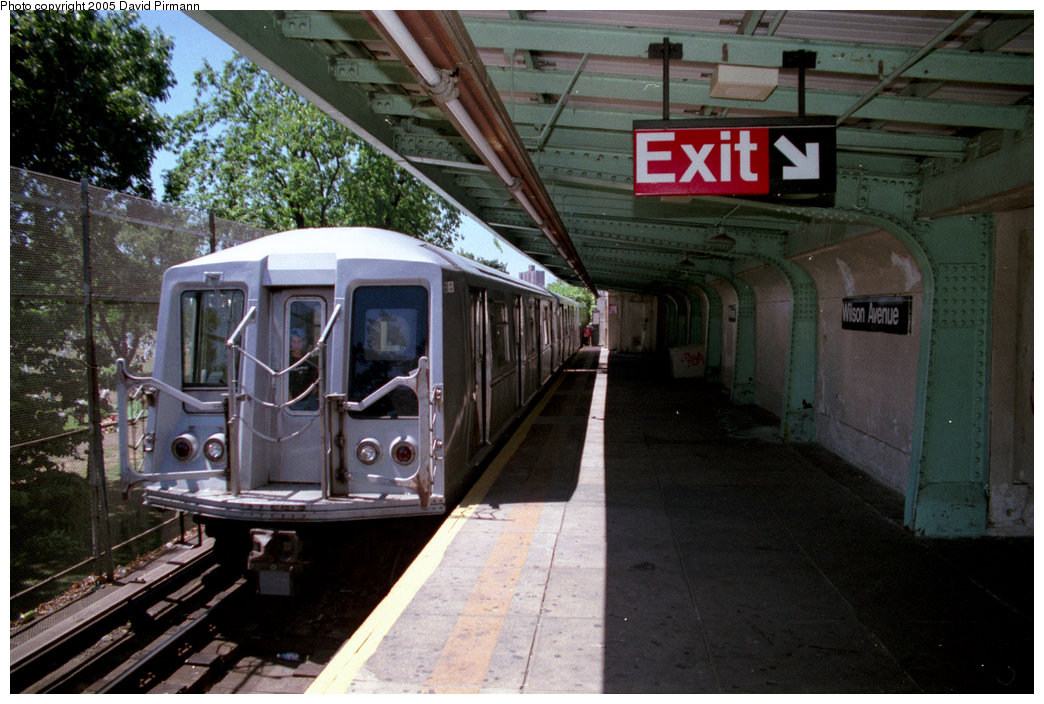(216k, 1044x704)<br><b>Country:</b> United States<br><b>City:</b> New York<br><b>System:</b> New York City Transit<br><b>Line:</b> BMT Canarsie Line<br><b>Location:</b> Wilson Avenue <br><b>Route:</b> L<br><b>Car:</b> R-40 (St. Louis, 1968)  4425 (ex-4525)<br><b>Photo by:</b> David Pirmann<br><b>Date:</b> 8/1/1998<br><b>Viewed (this week/total):</b> 3 / 12392