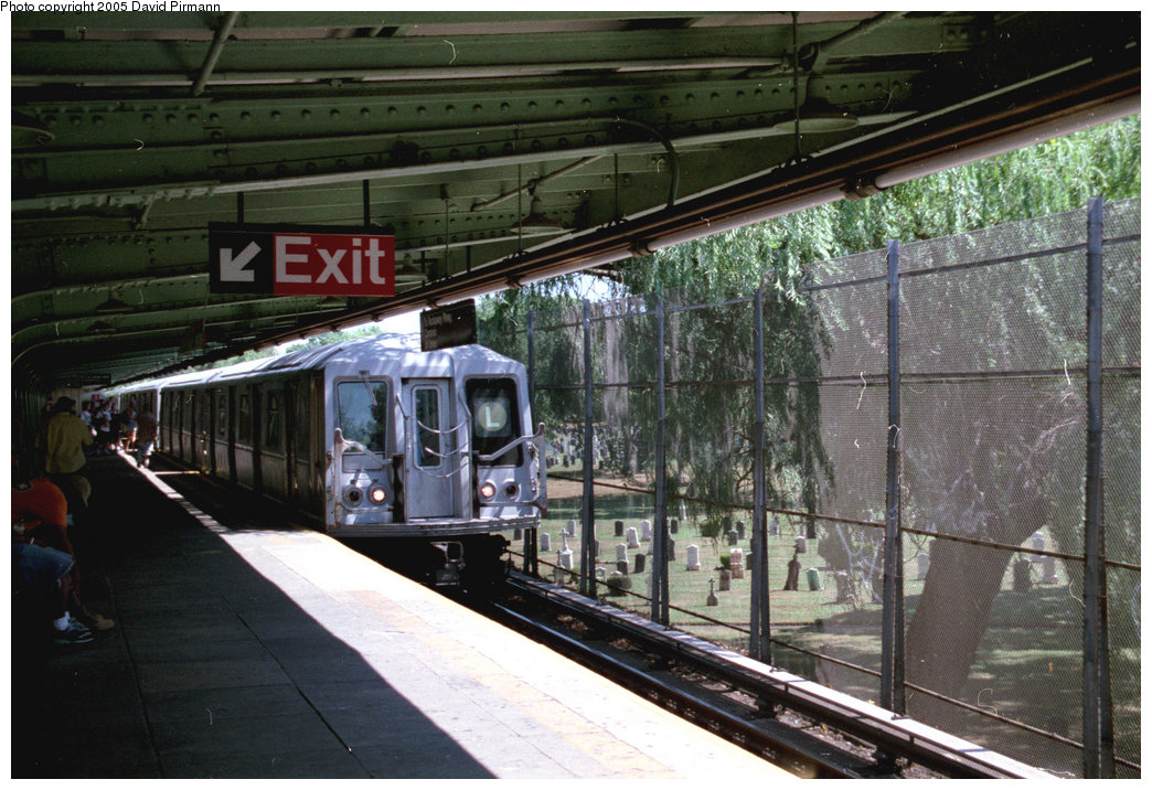 (233k, 1044x716)<br><b>Country:</b> United States<br><b>City:</b> New York<br><b>System:</b> New York City Transit<br><b>Line:</b> BMT Canarsie Line<br><b>Location:</b> Wilson Avenue <br><b>Route:</b> L<br><b>Car:</b> R-40 (St. Louis, 1968)  4432 (ex-4532)<br><b>Photo by:</b> David Pirmann<br><b>Date:</b> 8/1/1998<br><b>Viewed (this week/total):</b> 1 / 5760