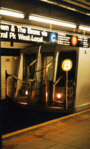 (58k, 379x540)<br><b>Country:</b> United States<br><b>City:</b> New York<br><b>System:</b> New York City Transit<br><b>Line:</b> IND 8th Avenue Line<br><b>Location:</b> 59th Street/Columbus Circle <br><b>Route:</b> B<br><b>Car:</b> R-40 (St. Louis, 1968)   <br><b>Photo by:</b> Jason R. DeCesare<br><b>Date:</b> 1995<br><b>Viewed (this week/total):</b> 4 / 5776