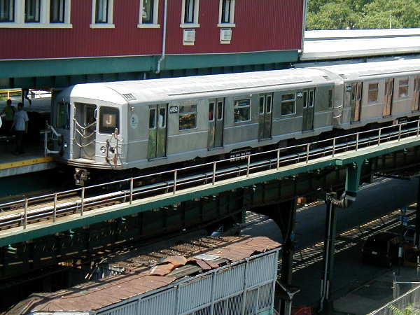 (97k, 600x450)<br><b>Country:</b> United States<br><b>City:</b> New York<br><b>System:</b> New York City Transit<br><b>Line:</b> BMT Nassau Street/Jamaica Line<br><b>Location:</b> Broadway/East New York (Broadway Junction) <br><b>Route:</b> J<br><b>Car:</b> R-40M (St. Louis, 1969)  4464 <br><b>Photo by:</b> Trevor Logan<br><b>Date:</b> 9/7/2001<br><b>Viewed (this week/total):</b> 1 / 4482