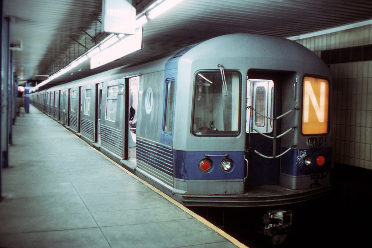 (361k, 1044x681)<br><b>Country:</b> United States<br><b>City:</b> New York<br><b>System:</b> New York City Transit<br><b>Location:</b> DeKalb Avenue<br><b>Route:</b> N<br><b>Car:</b> R-42 (St. Louis, 1969-1970)  4571 <br><b>Collection of:</b> David Pirmann<br><b>Viewed (this week/total):</b> 1 / 3317