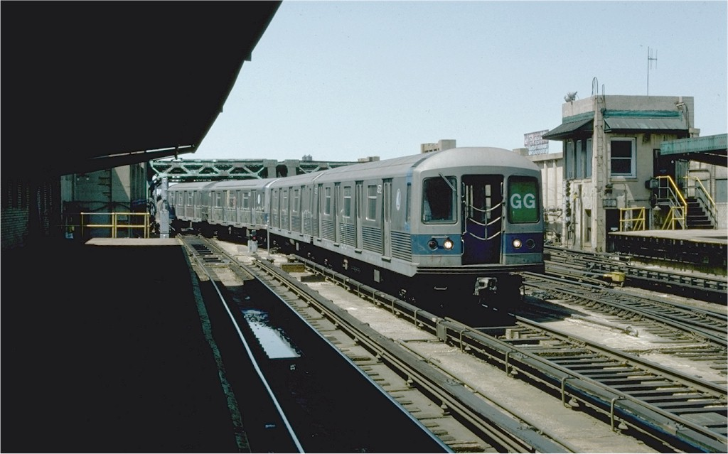(148k, 1024x639)<br><b>Country:</b> United States<br><b>City:</b> New York<br><b>System:</b> New York City Transit<br><b>Line:</b> IND Crosstown Line<br><b>Location:</b> 4th Avenue <br><b>Route:</b> GG<br><b>Car:</b> R-42 (St. Louis, 1969-1970)  4572 <br><b>Photo by:</b> Ed McKernan<br><b>Collection of:</b> Joe Testagrose<br><b>Date:</b> 5/1/1977<br><b>Viewed (this week/total):</b> 2 / 4236