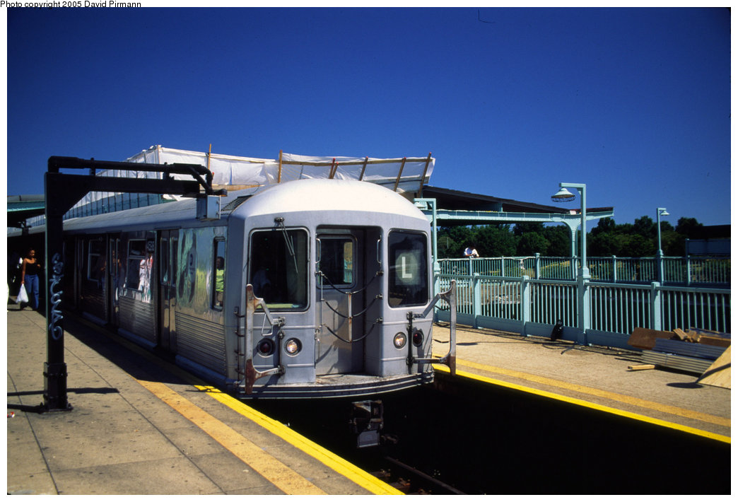 (172k, 1044x710)<br><b>Country:</b> United States<br><b>City:</b> New York<br><b>System:</b> New York City Transit<br><b>Line:</b> BMT Canarsie Line<br><b>Location:</b> Broadway Junction <br><b>Route:</b> L<br><b>Car:</b> R-42 (St. Louis, 1969-1970)  4598 <br><b>Photo by:</b> David Pirmann<br><b>Date:</b> 8/1/1998<br><b>Viewed (this week/total):</b> 1 / 7339