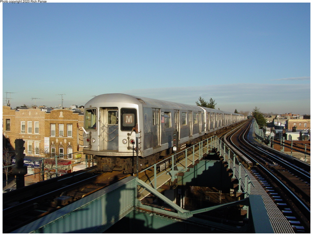 (73k, 820x620)<br><b>Country:</b> United States<br><b>City:</b> New York<br><b>System:</b> New York City Transit<br><b>Line:</b> BMT Myrtle Avenue Line<br><b>Location:</b> Forest Avenue <br><b>Route:</b> M<br><b>Car:</b> R-42 (St. Louis, 1969-1970)  4623 <br><b>Photo by:</b> Richard Panse<br><b>Date:</b> 1/8/2002<br><b>Viewed (this week/total):</b> 1 / 11747