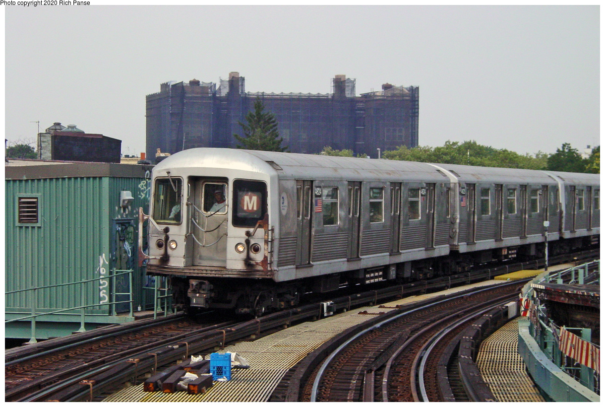 (71k, 820x620)<br><b>Country:</b> United States<br><b>City:</b> New York<br><b>System:</b> New York City Transit<br><b>Line:</b> BMT Myrtle Avenue Line<br><b>Location:</b> Seneca Avenue <br><b>Route:</b> M<br><b>Car:</b> R-42 (St. Louis, 1969-1970)  4624 <br><b>Photo by:</b> Richard Panse<br><b>Date:</b> 7/9/2002<br><b>Viewed (this week/total):</b> 2 / 3448
