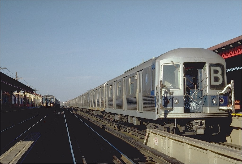 (164k, 1024x692)<br><b>Country:</b> United States<br><b>City:</b> New York<br><b>System:</b> New York City Transit<br><b>Line:</b> BMT West End Line<br><b>Location:</b> Bay 50th Street <br><b>Route:</b> B<br><b>Car:</b> R-42 (St. Louis, 1969-1970)  4633 <br><b>Photo by:</b> Steve Zabel<br><b>Collection of:</b> Joe Testagrose<br><b>Date:</b> 11/19/1981<br><b>Viewed (this week/total):</b> 3 / 3320