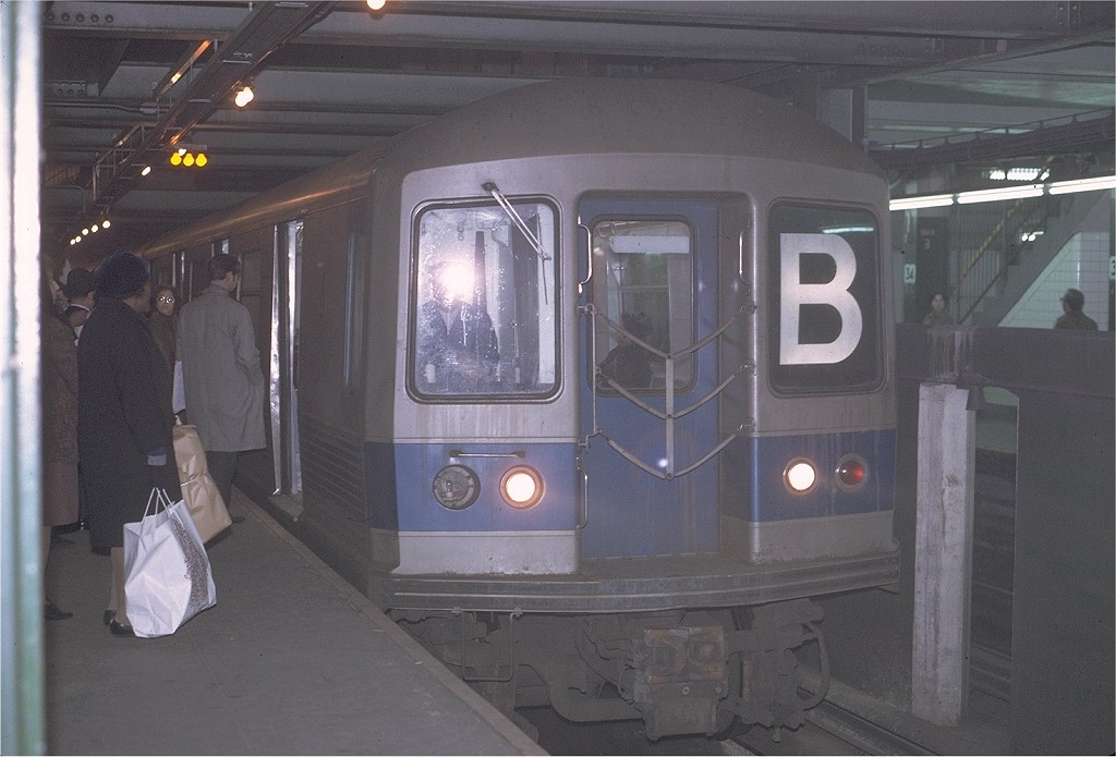 (165k, 1024x695)<br><b>Country:</b> United States<br><b>City:</b> New York<br><b>System:</b> New York City Transit<br><b>Line:</b> IND 6th Avenue Line<br><b>Location:</b> 34th Street/Herald Square <br><b>Route:</b> B<br><b>Car:</b> R-42 (St. Louis, 1969-1970)  4679 <br><b>Photo by:</b> Joe Testagrose<br><b>Date:</b> 12/1/1970<br><b>Viewed (this week/total):</b> 3 / 3503