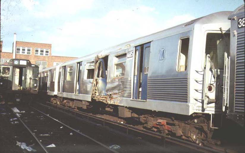 (56k, 825x514)<br><b>Country:</b> United States<br><b>City:</b> New York<br><b>System:</b> New York City Transit<br><b>Location:</b> 207th Street Yard<br><b>Car:</b> R-42 (St. Louis, 1969-1970)  4685 <br><b>Photo by:</b> Harold<br><b>Date:</b> 1986<br><b>Viewed (this week/total):</b> 11 / 12315
