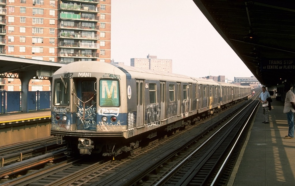 (199k, 1024x647)<br><b>Country:</b> United States<br><b>City:</b> New York<br><b>System:</b> New York City Transit<br><b>Line:</b> BMT Nassau Street/Jamaica Line<br><b>Location:</b> Lorimer Street <br><b>Route:</b> M<br><b>Car:</b> R-42 (St. Louis, 1969-1970)  4864 <br><b>Photo by:</b> Ed McKernan<br><b>Collection of:</b> Joe Testagrose<br><b>Date:</b> 8/12/1976<br><b>Viewed (this week/total):</b> 9 / 3734