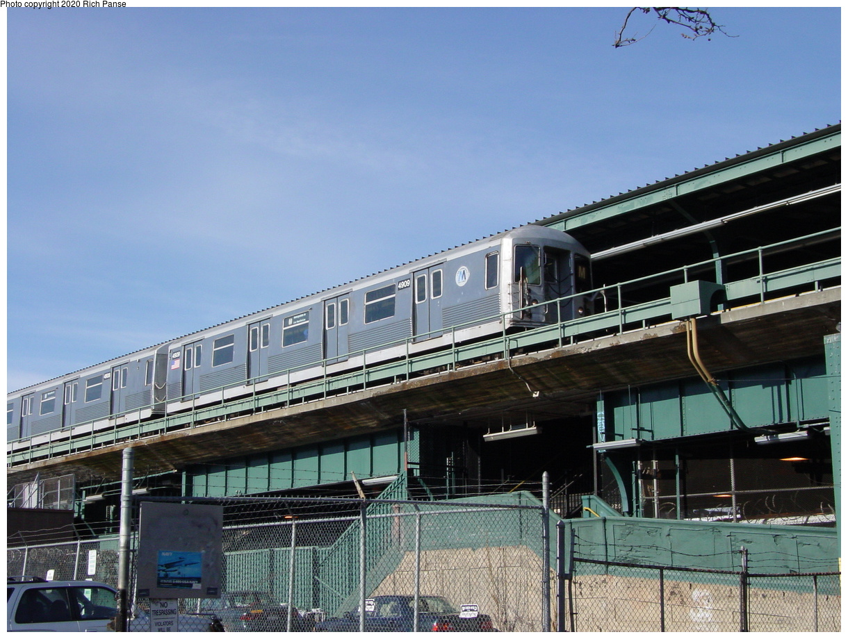 (84k, 820x620)<br><b>Country:</b> United States<br><b>City:</b> New York<br><b>System:</b> New York City Transit<br><b>Line:</b> BMT Myrtle Avenue Line<br><b>Location:</b> Fresh Pond Road <br><b>Route:</b> M<br><b>Car:</b> R-42 (St. Louis, 1969-1970)  4909 <br><b>Photo by:</b> Richard Panse<br><b>Date:</b> 1/8/2002<br><b>Viewed (this week/total):</b> 3 / 4558