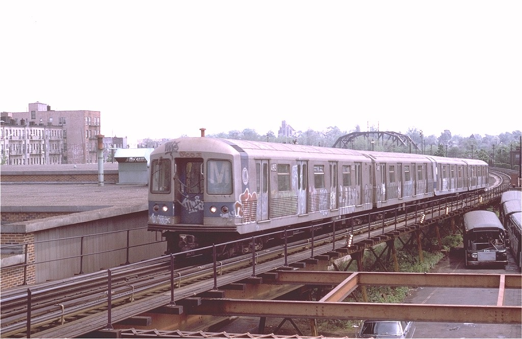 (166k, 1024x665)<br><b>Country:</b> United States<br><b>City:</b> New York<br><b>System:</b> New York City Transit<br><b>Line:</b> BMT Myrtle Avenue Line<br><b>Location:</b> Fresh Pond Road <br><b>Route:</b> M<br><b>Car:</b> R-42 (St. Louis, 1969-1970)  4913 <br><b>Photo by:</b> Joe Testagrose<br><b>Date:</b> 5/18/1975<br><b>Viewed (this week/total):</b> 8 / 4010