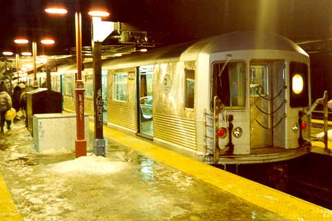 (23k, 481x321)<br><b>Country:</b> United States<br><b>City:</b> New York<br><b>System:</b> New York City Transit<br><b>Line:</b> BMT Nassau Street/Jamaica Line<br><b>Location:</b> Myrtle Avenue <br><b>Route:</b> M<br><b>Car:</b> R-42 (St. Louis, 1969-1970)  4918 <br><b>Photo by:</b> Trevor Logan<br><b>Viewed (this week/total):</b> 5 / 3517