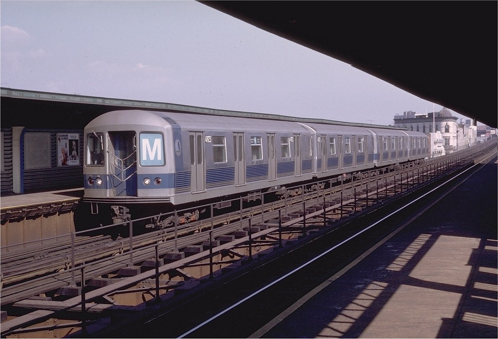 (183k, 1024x697)<br><b>Country:</b> United States<br><b>City:</b> New York<br><b>System:</b> New York City Transit<br><b>Line:</b> BMT Myrtle Avenue Line<br><b>Location:</b> Knickerbocker Avenue <br><b>Route:</b> M<br><b>Car:</b> R-42 (St. Louis, 1969-1970)  4923 <br><b>Photo by:</b> Doug Grotjahn<br><b>Collection of:</b> Joe Testagrose<br><b>Date:</b> 10/10/1970<br><b>Viewed (this week/total):</b> 0 / 4399