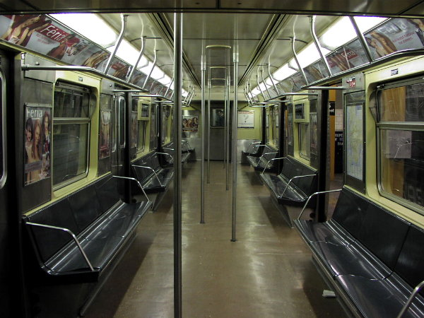 (81k, 600x450)<br><b>Country:</b> United States<br><b>City:</b> New York<br><b>System:</b> New York City Transit<br><b>Car:</b> R-42 (St. Louis, 1969-1970)  Interior <br><b>Photo by:</b> Trevor Logan<br><b>Date:</b> 10/27/2001<br><b>Viewed (this week/total):</b> 0 / 12655