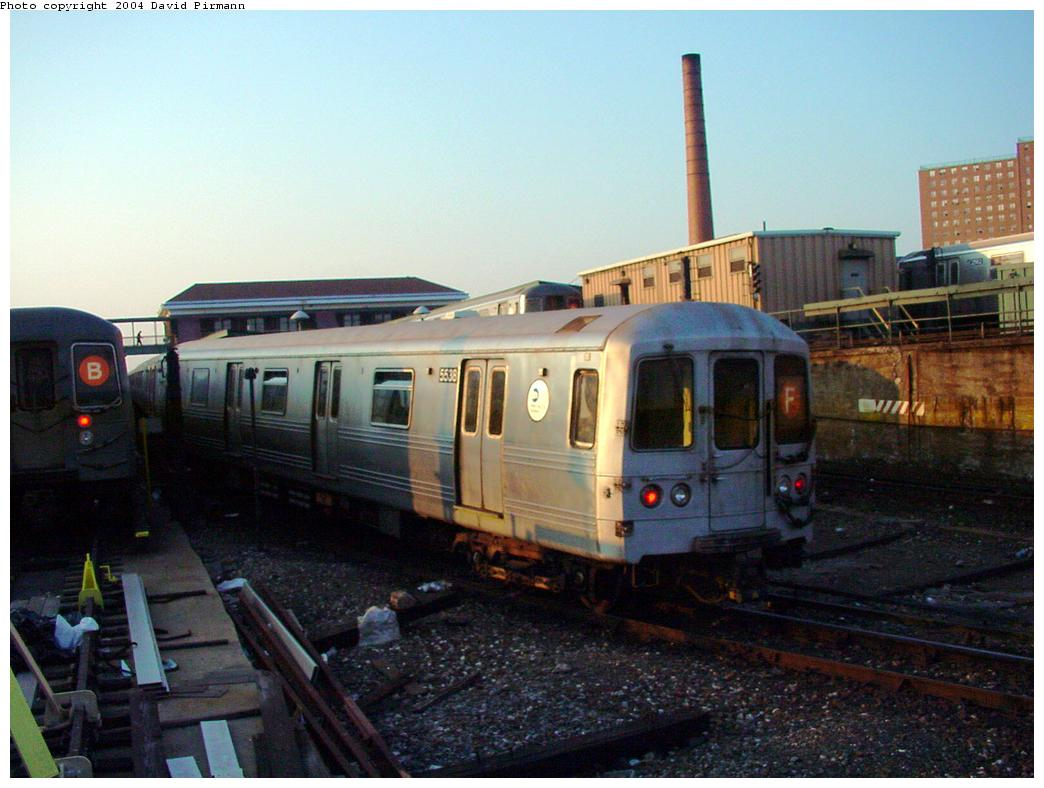 (112k, 1044x788)<br><b>Country:</b> United States<br><b>City:</b> New York<br><b>System:</b> New York City Transit<br><b>Location:</b> Coney Island/Stillwell Avenue<br><b>Route:</b> F<br><b>Car:</b> R-46 (Pullman-Standard, 1974-75) 5538 <br><b>Photo by:</b> David Pirmann<br><b>Date:</b> 5/17/2000<br><b>Viewed (this week/total):</b> 3 / 4253