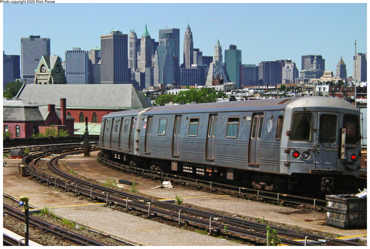 (86k, 820x620)<br><b>Country:</b> United States<br><b>City:</b> New York<br><b>System:</b> New York City Transit<br><b>Line:</b> IND Crosstown Line<br><b>Location:</b> Smith/9th Street <br><b>Car:</b> R-46 (Pullman-Standard, 1974-75) 5544 <br><b>Photo by:</b> Richard Panse<br><b>Date:</b> 7/11/2002<br><b>Viewed (this week/total):</b> 0 / 7670