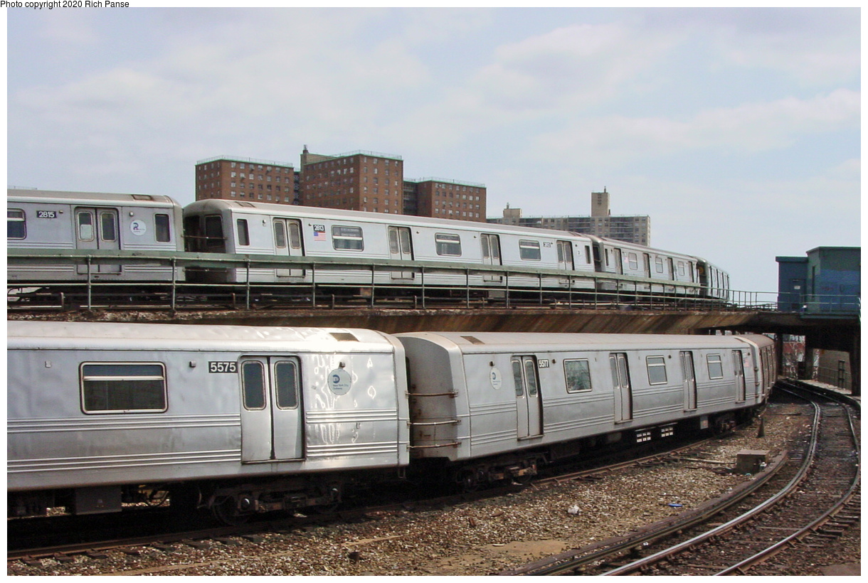 (88k, 820x620)<br><b>Country:</b> United States<br><b>City:</b> New York<br><b>System:</b> New York City Transit<br><b>Location:</b> Coney Island/Stillwell Avenue<br><b>Car:</b> R-46 (Pullman-Standard, 1974-75) 5577 <br><b>Photo by:</b> Richard Panse<br><b>Date:</b> 4/9/2002<br><b>Viewed (this week/total):</b> 3 / 5005