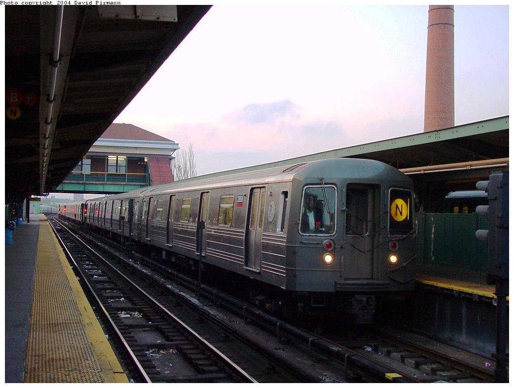 (110k, 1044x788)<br><b>Country:</b> United States<br><b>City:</b> New York<br><b>System:</b> New York City Transit<br><b>Location:</b> Coney Island/Stillwell Avenue<br><b>Route:</b> N<br><b>Car:</b> R-68 (Westinghouse-Amrail, 1986-1988)  2668 <br><b>Photo by:</b> David Pirmann<br><b>Date:</b> 5/17/2000<br><b>Viewed (this week/total):</b> 0 / 4303