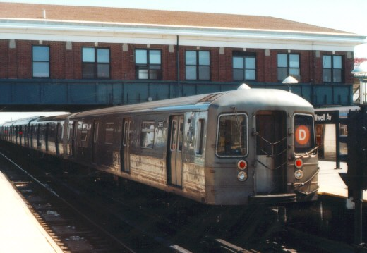 (45k, 520x359)<br><b>Country:</b> United States<br><b>City:</b> New York<br><b>System:</b> New York City Transit<br><b>Location:</b> Coney Island/Stillwell Avenue<br><b>Route:</b> D<br><b>Car:</b> R-68 (Westinghouse-Amrail, 1986-1988)  2669 <br><b>Photo by:</b> Jason R. DeCesare<br><b>Date:</b> 1996<br><b>Viewed (this week/total):</b> 0 / 4432