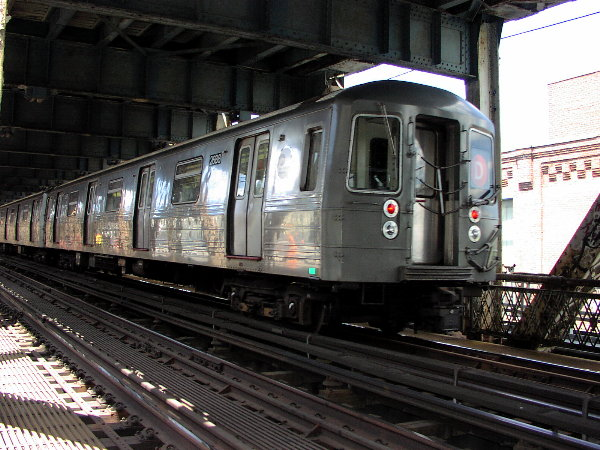 (88k, 600x450)<br><b>Country:</b> United States<br><b>City:</b> New York<br><b>System:</b> New York City Transit<br><b>Location:</b> Manhattan Bridge<br><b>Route:</b> D<br><b>Car:</b> R-68 (Westinghouse-Amrail, 1986-1988)  2688 <br><b>Photo by:</b> Trevor Logan<br><b>Date:</b> 7/15/2001<br><b>Viewed (this week/total):</b> 1 / 7071