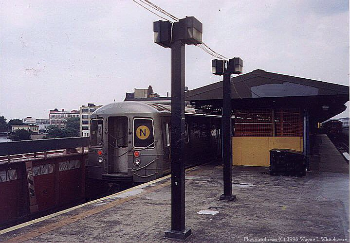 (80k, 719x500)<br><b>Country:</b> United States<br><b>City:</b> New York<br><b>System:</b> New York City Transit<br><b>Line:</b> BMT Astoria Line<br><b>Location:</b> Queensborough Plaza <br><b>Route:</b> N<br><b>Car:</b> R-68 (Westinghouse-Amrail, 1986-1988)  2914 <br><b>Photo by:</b> Wayne Whitehorne<br><b>Date:</b> 6/20/1998<br><b>Viewed (this week/total):</b> 0 / 4281