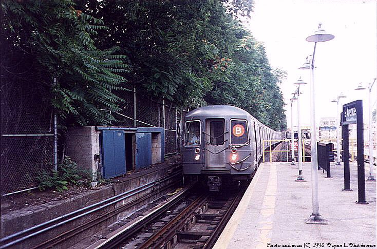 (111k, 734x485)<br><b>Country:</b> United States<br><b>City:</b> New York<br><b>System:</b> New York City Transit<br><b>Line:</b> BMT West End Line<br><b>Location:</b> 9th Avenue <br><b>Route:</b> B<br><b>Car:</b> R-68A (Kawasaki, 1988-1989)  5170 <br><b>Photo by:</b> Wayne Whitehorne<br><b>Date:</b> 9/19/1998<br><b>Viewed (this week/total):</b> 2 / 4791