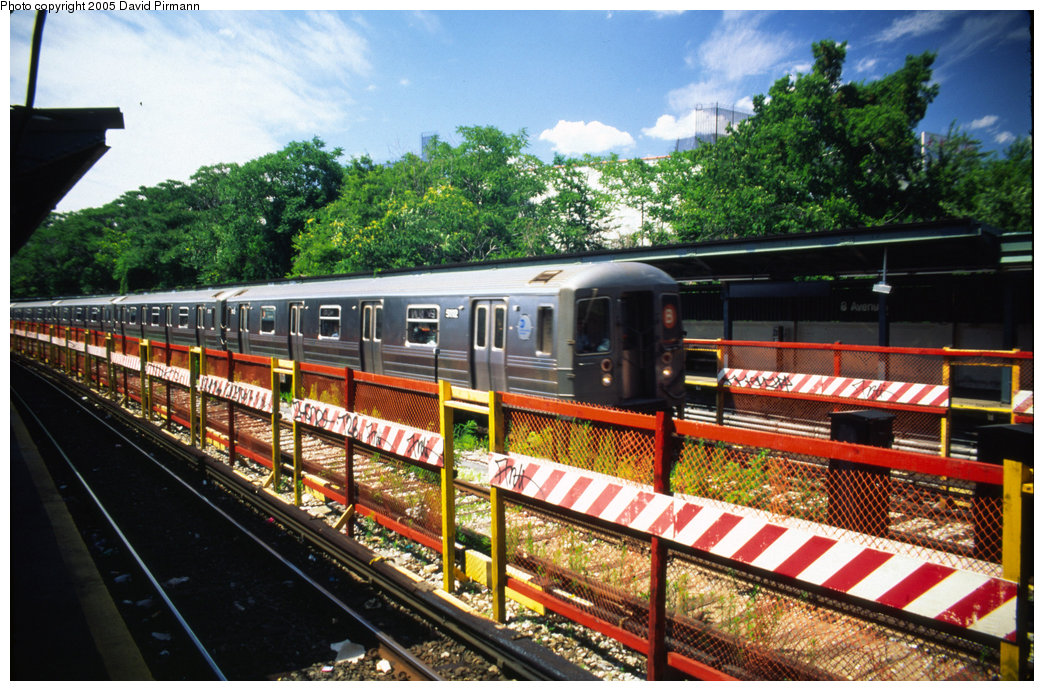 (277k, 1044x691)<br><b>Country:</b> United States<br><b>City:</b> New York<br><b>System:</b> New York City Transit<br><b>Line:</b> BMT Sea Beach Line<br><b>Location:</b> 8th Avenue <br><b>Route:</b> B<br><b>Car:</b> R-68A (Kawasaki, 1988-1989)  5112 <br><b>Photo by:</b> David Pirmann<br><b>Date:</b> 7/8/1999<br><b>Notes:</b> Re-routed B trains running southbound on the Sea Beach (N) express<br><b>Viewed (this week/total):</b> 4 / 4168