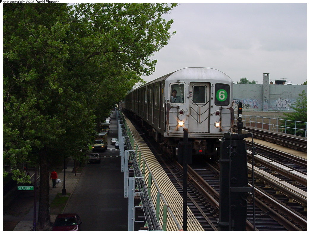 (204k, 1044x788)<br><b>Country:</b> United States<br><b>City:</b> New York<br><b>System:</b> New York City Transit<br><b>Line:</b> IRT Pelham Line<br><b>Location:</b> Westchester Square <br><b>Route:</b> 6<br><b>Car:</b> R-62A (Bombardier, 1984-1987)   <br><b>Photo by:</b> David Pirmann<br><b>Date:</b> 7/29/2000<br><b>Viewed (this week/total):</b> 5 / 5205