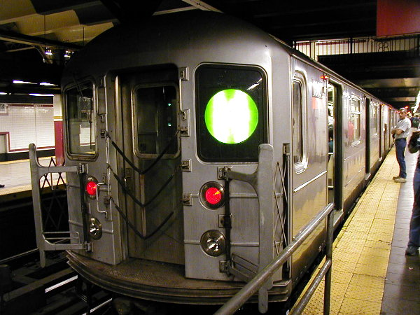 (87k, 600x450)<br><b>Country:</b> United States<br><b>City:</b> New York<br><b>System:</b> New York City Transit<br><b>Line:</b> IRT East Side Line<br><b>Location:</b> Brooklyn Bridge/City Hall <br><b>Route:</b> 4<br><b>Car:</b> R-62 (Kawasaki, 1983-1985)  1310 <br><b>Photo by:</b> Trevor Logan<br><b>Date:</b> 6/8/2001<br><b>Viewed (this week/total):</b> 0 / 6662