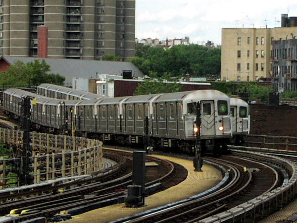 (88k, 600x450)<br><b>Country:</b> United States<br><b>City:</b> New York<br><b>System:</b> New York City Transit<br><b>Line:</b> IRT Woodlawn Line<br><b>Location:</b> Bedford Park Boulevard <br><b>Route:</b> 4<br><b>Car:</b> R-62 (Kawasaki, 1983-1985)  1410 <br><b>Photo by:</b> Trevor Logan<br><b>Date:</b> 7/15/2001<br><b>Viewed (this week/total):</b> 3 / 5055