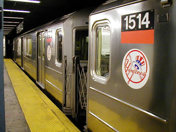 (91k, 600x450)<br><b>Country:</b> United States<br><b>City:</b> New York<br><b>System:</b> New York City Transit<br><b>Line:</b> IRT East Side Line<br><b>Location:</b> 125th Street <br><b>Route:</b> 4<br><b>Car:</b> R-62 (Kawasaki, 1983-1985)  1514 <br><b>Photo by:</b> Trevor Logan<br><b>Date:</b> 7/2001<br><b>Viewed (this week/total):</b> 2 / 6580