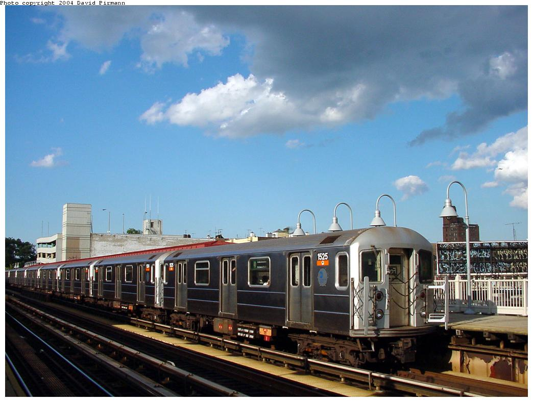 (114k, 1044x788)<br><b>Country:</b> United States<br><b>City:</b> New York<br><b>System:</b> New York City Transit<br><b>Line:</b> IRT Woodlawn Line<br><b>Location:</b> Fordham Road <br><b>Route:</b> 4<br><b>Car:</b> R-62 (Kawasaki, 1983-1985)  1525 <br><b>Photo by:</b> David Pirmann<br><b>Date:</b> 7/12/2001<br><b>Viewed (this week/total):</b> 1 / 3044