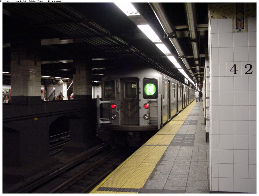 (103k, 1044x788)<br><b>Country:</b> United States<br><b>City:</b> New York<br><b>System:</b> New York City Transit<br><b>Line:</b> IRT East Side Line<br><b>Location:</b> Grand Central <br><b>Route:</b> 4<br><b>Car:</b> R-62 (Kawasaki, 1983-1985)  1535 <br><b>Photo by:</b> David Pirmann<br><b>Date:</b> 7/29/2000<br><b>Viewed (this week/total):</b> 0 / 5604