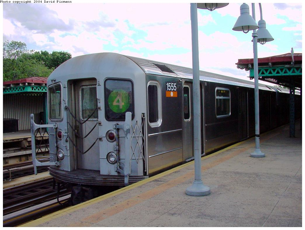 (123k, 1044x788)<br><b>Country:</b> United States<br><b>City:</b> New York<br><b>System:</b> New York City Transit<br><b>Line:</b> IRT Woodlawn Line<br><b>Location:</b> Mosholu Parkway <br><b>Route:</b> 4<br><b>Car:</b> R-62 (Kawasaki, 1983-1985)  1555 <br><b>Photo by:</b> David Pirmann<br><b>Date:</b> 7/12/2001<br><b>Viewed (this week/total):</b> 4 / 4928