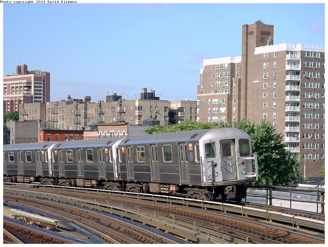 (171k, 1044x788)<br><b>Country:</b> United States<br><b>City:</b> New York<br><b>System:</b> New York City Transit<br><b>Line:</b> IRT Woodlawn Line<br><b>Location:</b> Bedford Park Boulevard <br><b>Route:</b> 4<br><b>Car:</b> R-62 (Kawasaki, 1983-1985)  1565 <br><b>Photo by:</b> David Pirmann<br><b>Date:</b> 7/12/2001<br><b>Viewed (this week/total):</b> 2 / 3754